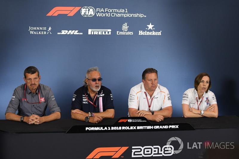 Guenther Steiner, Team Prinicipal, Haas F1 Team, Dr. Vijay Mallya, propriétaire de Force India, Zak Brown, PDG de McLaren Racing et Claire Williams, directrice adjointe de Williams, en conférence de presse