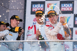 Podium: race winner Robin Frijns, Audi Sport Team WRT celebrates with champagne