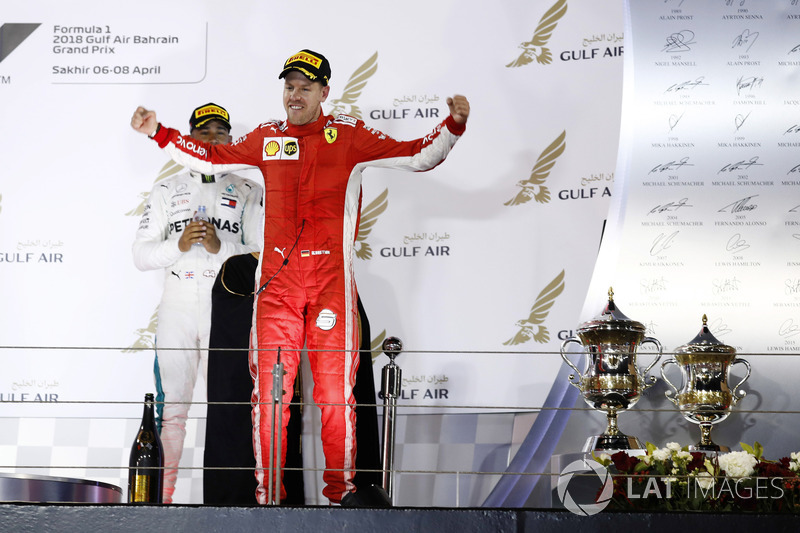 Sebastian Vettel, Ferrari, 1 ° puesto, llega al podio