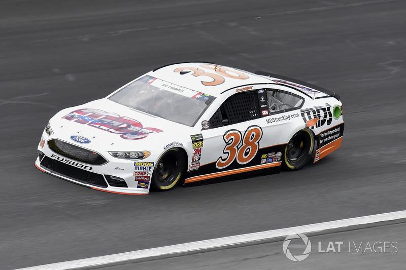 19. David Ragan, Front Row Motorsports, Ford Fusion MDS Transport