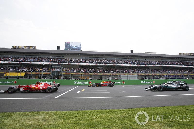 Sebastian Vettel, Ferrari SF70H, Max Verstappen, Red Bull Racing RB13, Lewis Hamilton, Mercedes AMG F1 W08