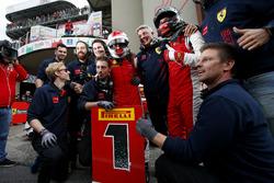 Vainqueur #8 Octane 126 Ferrari 488: Fabio Leimer avec son équipe