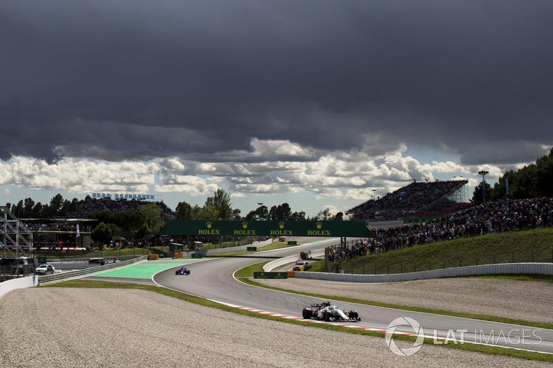 Маркус Эрикссон, Alfa Romeo Sauber C37, и Брендон Хартли, Scuderia Toro Rosso STR13