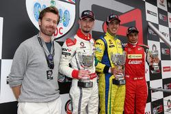 Carrera 1 Podio, Sam Hancock, Struan Moore, Lanan Racing, Gaetano di Mauro, PetroBall Racing y Arjun