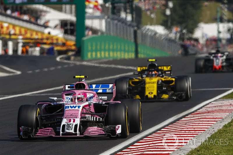 Esteban Ocon, Force India VJM11, Carlos Sainz Jr., Renault Sport F1 Team R.S. 18, Romain Grosjean, Haas F1 Team VF-18