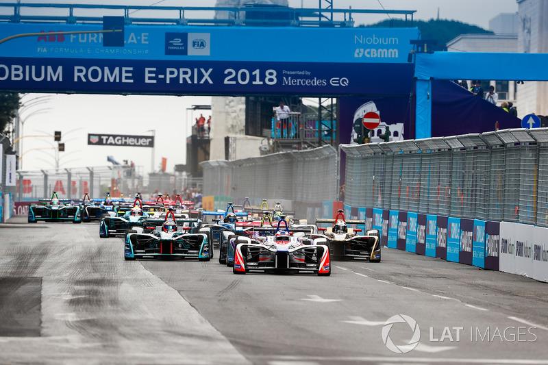 Felix Rosenqvist, Mahindra Racing, Sam Bird, DS Virgin Racing, Mitch Evans, Jaguar Racing, lead the