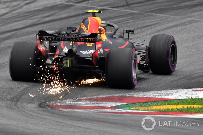 4. Max Verstappen, Red Bull Racing RB14 sparks