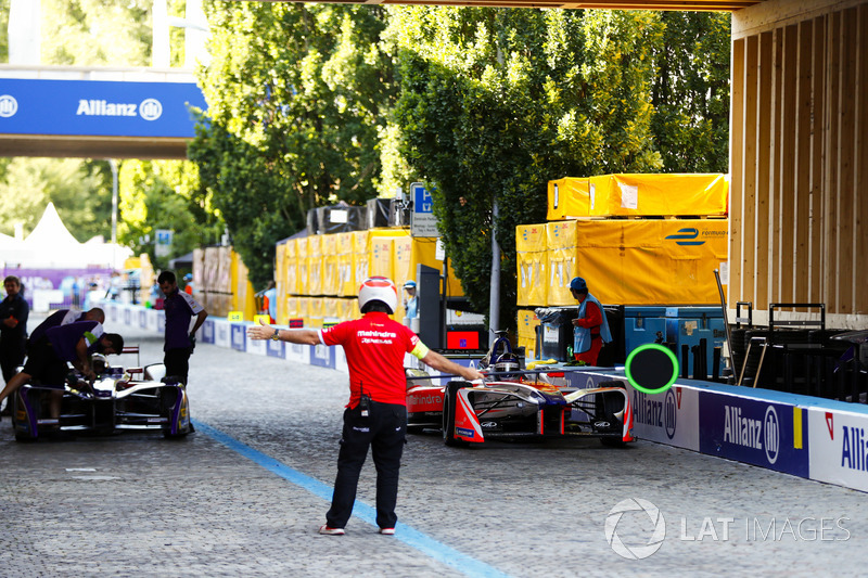 Nick Heidfeld, Mahindra Racing, pits