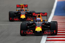 Daniel Ricciardo, Red Bull Racing RB12 en Daniil Kvyat, Red Bull Racing RB12