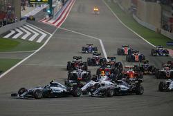 Start action: Nico Rosberg, Mercedes AMG F1 Team W07 and Lewis Hamilton, Mercedes AMG F1 Team W07