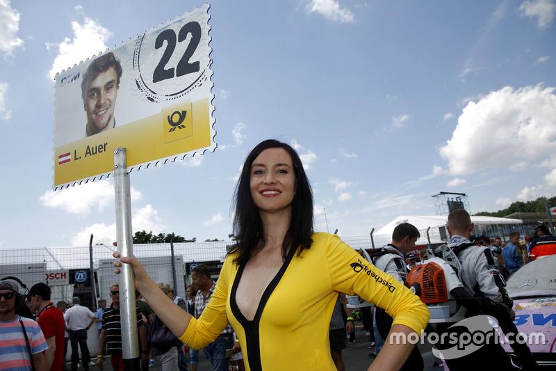 La grid girl di Lucas Auer, Mercedes-AMG Team Mücke, Mercedes-AMG C63 DTM