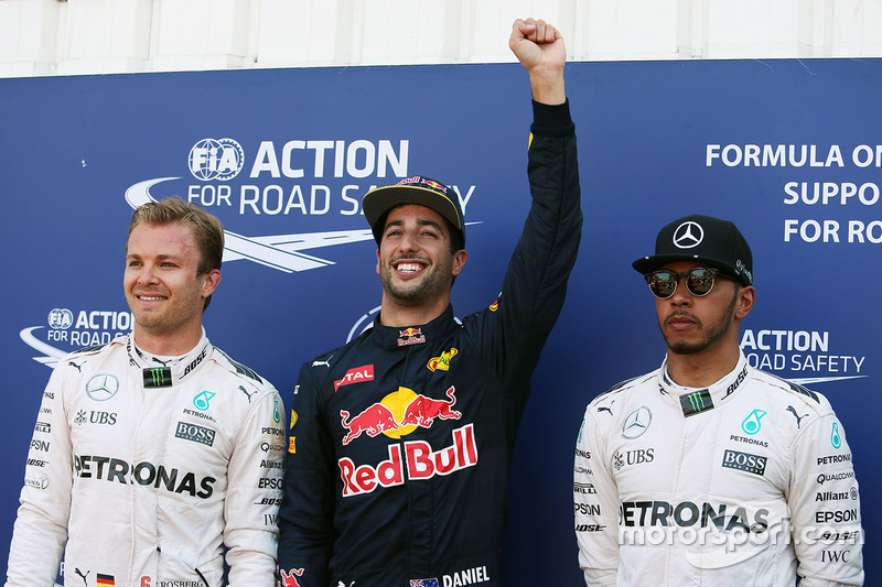 Poleman Daniel Ricciardo, Red Bull Racing, secondo qualificato Nico Rosberg, Mercedes AMG F1 Team, terzo qualificato Lewis Hamilton, Mercedes AMG F1 Team