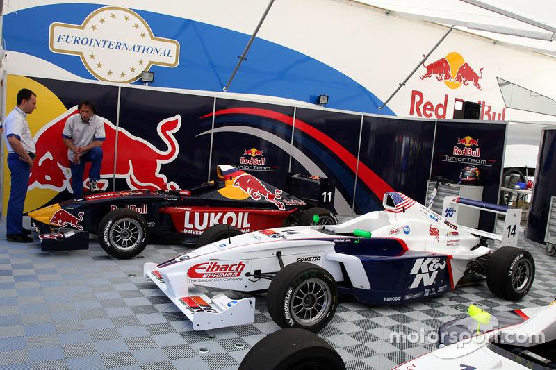 mobil-mobil of Michael Lewis dan Daniil Kvyat