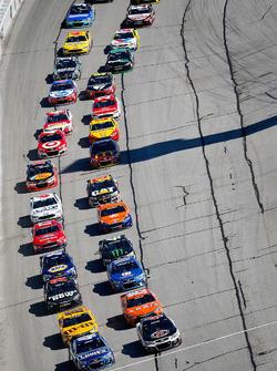 Restart: Jimmie Johnson, Hendrick Motorsports Chevrolet, Kevin Harvick, Stewart-Haas Racing Chevrolet lead