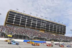 Ricky Stenhouse Jr., Roush Fenway Racing, Ford; Kyle Busch, Joe Gibbs Racing, Toyota