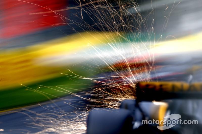 Іскри з-під боліда Даніеля Ріккардо, Red Bull Racing RB13