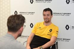 Andrew van Leeuwen, Motorsport.com's Australian editor with Jolyon Palmer, Renault Sport F1 Team
