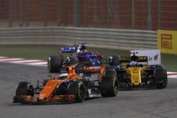 Fernando Alonso, McLaren MCL32, leads Jolyon Palmer, Renault Sport F1 Team RS17, and Daniil Kvyat, Scuderia Toro Rosso STR12
