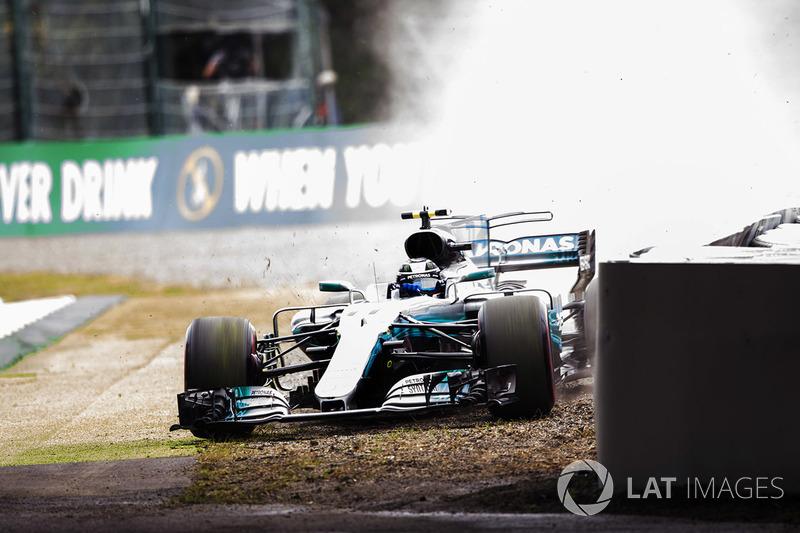 Valtteri Bottas, Mercedes-Benz F1 W08 runs off the track