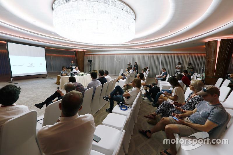 Fernando Alonso, McLaren; Zak Brown, McLaren-Chef