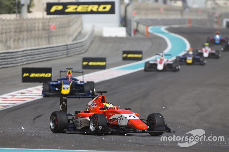 Jake Dennis, Arden International leads Santino Ferrucci, DAMS