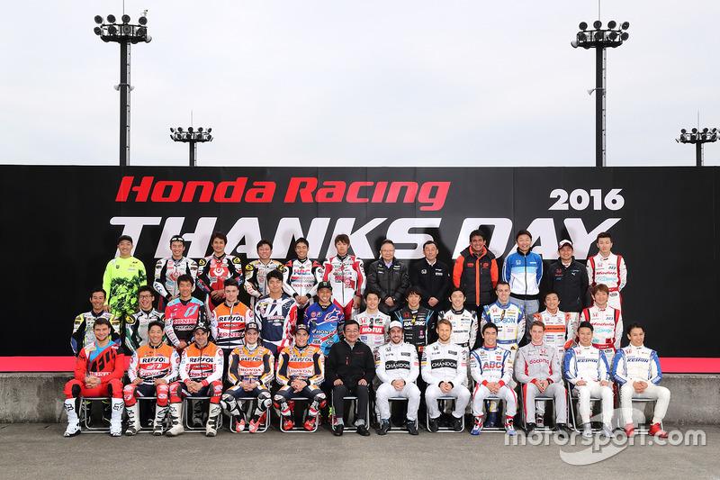 Групове фото на День подяки Honda Racing 2016