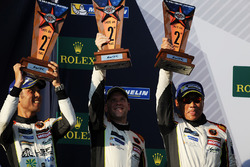 Podio LMGTE Am: al secondo posto Mok Weng Sun, Matt Griffin, Keita Sawa, Clearwater Racing