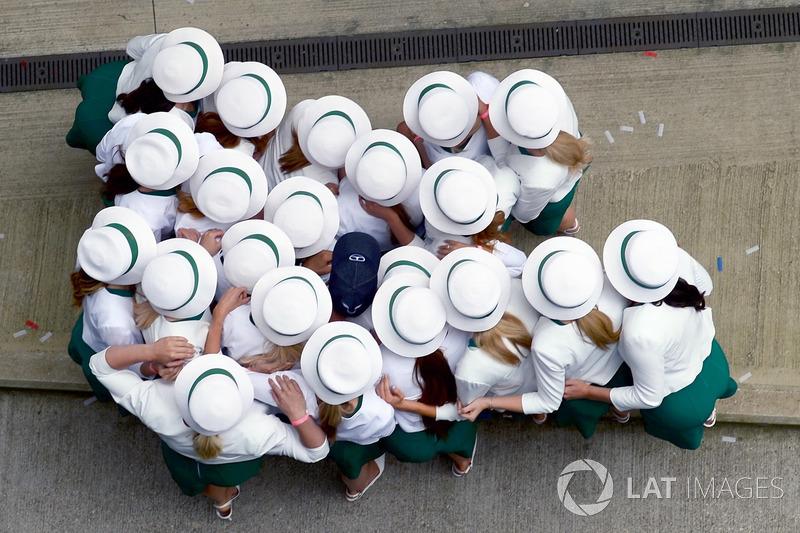 Дівчата і Льюіс Хемілтон, Mercedes AMG F1