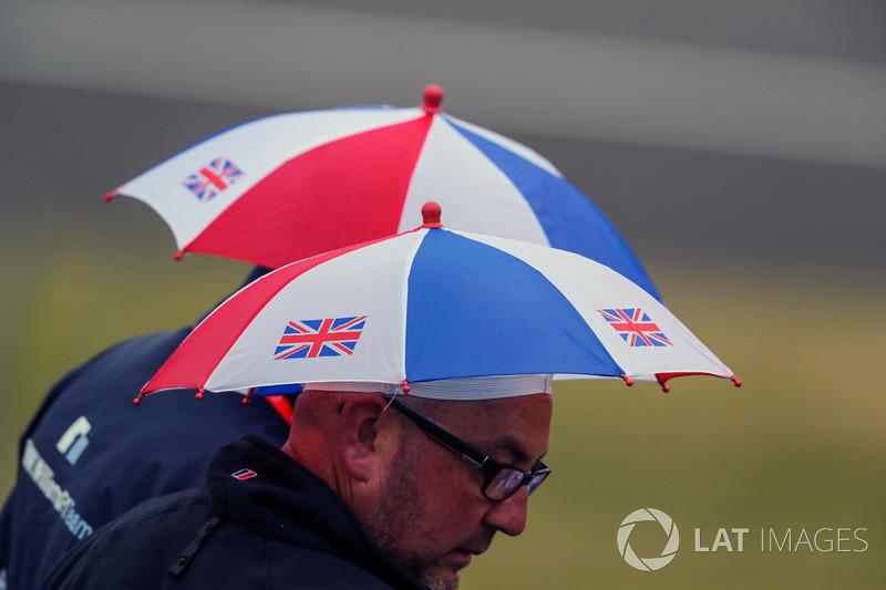 Fans and umbrella's