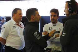Fernando Alonso, McLaren, y Zak Brown, director ejecutivo de McLaren Technology Group