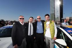 Marcello Lotti, TCR e Davit Kajaia, GE-Force con degli ospiti