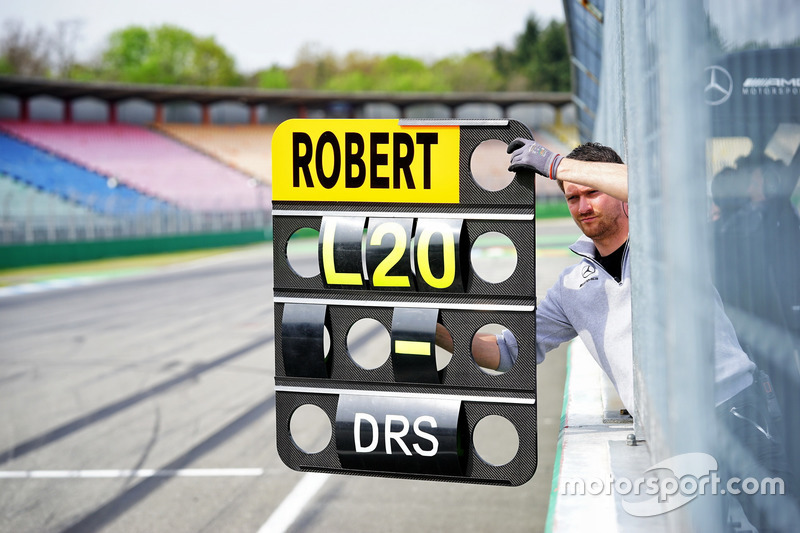 Pit board Robert Wickens, Mercedes-AMG Team HWA, Mercedes-AMG C63 DTM