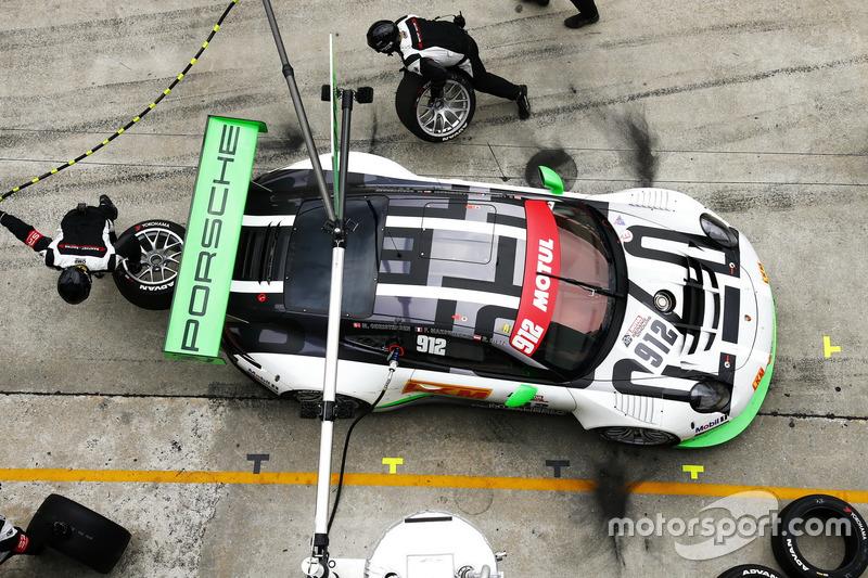 #912 Manthey Racing Porsche 911 GT3R: Frédéric Makowiecki, Richard Lietz, Michael Christensen