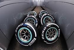Pirelli Medium compound tyres