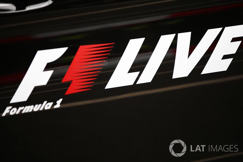 Un logotipo de F1 en vivo, en el desfile de demostración calle Londres fórmula 1