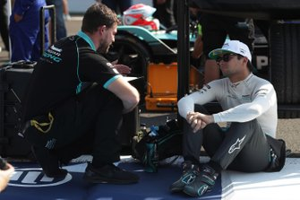 Nelson Piquet Jr., Panasonic Jaguar Racing with an engineer on the grid