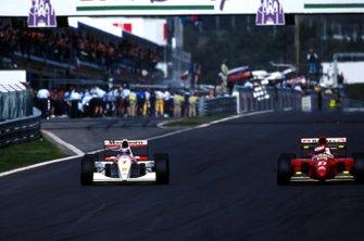 Mika Hakkinen overtakes Jean Alesi