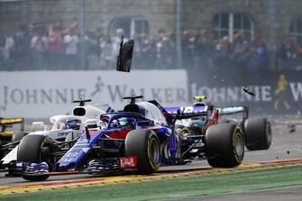 Brendon Hartley, Toro Rosso STR13, y Lance Stroll, Williams FW41 en la salida