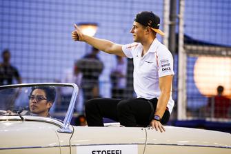 Stoffel Vandoorne, McLaren, en el desfile de pilotos