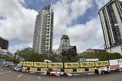 Helio Castroneves, Team Penske Chevrolet, Marco Andretti, Andretti Autosport Honda
