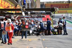 Felipe Massa, Williams FW40 makes a practice pitstop