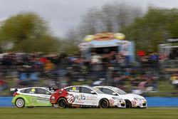 Aron Taylor-Smith, Triple Eight Racing MG Motor MG 6 GT, Daniel Lloyd, Triple Eight Racing MG Motor MG 6 GT collide