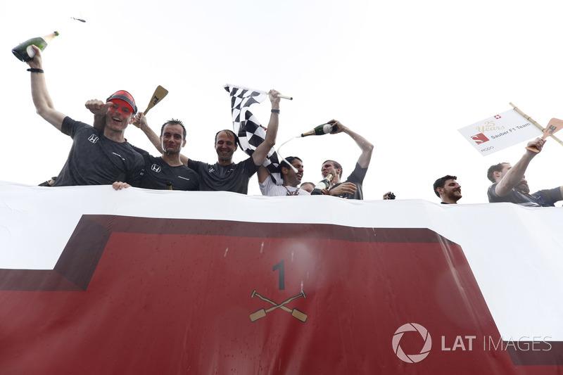 1. beim Floßrennen in Montreal: McLaren
