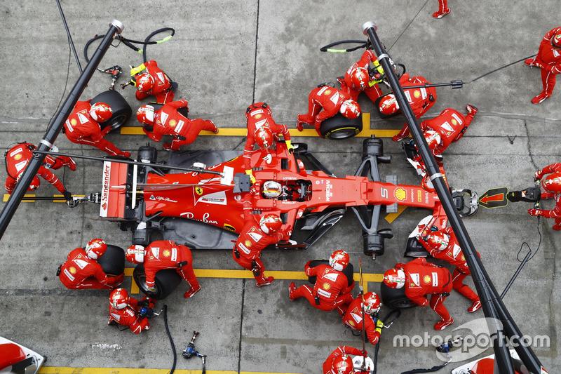 Sebastian Vettel, Ferrari SF70H, Boxenstopp