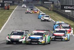 Norbert Michelisz, Honda Racing Team JAS, Honda Civic WTCC; Mehdi Bennani, Sébastien Loeb Racing, Citroën C-Elysée WTCC