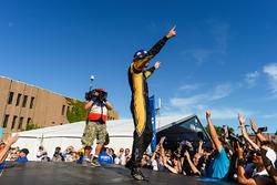 Jean-Eric Vergne, Techeetah, celebra en el podio después de ganar la carrera
