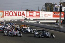 Старт последней гонки IndyCar 2017 года в Сономе. Лидирует Джозеф Ньюгарден, Team Penske Chevrolet