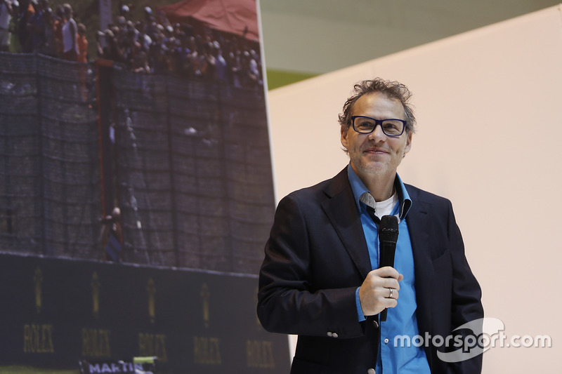 Jacques Villeneuve en el F1 Racing stand