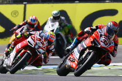 Marco Melandri, Ducati Team; Lorenzo Savadori, Milwaukee Aprilia World Superbike Team