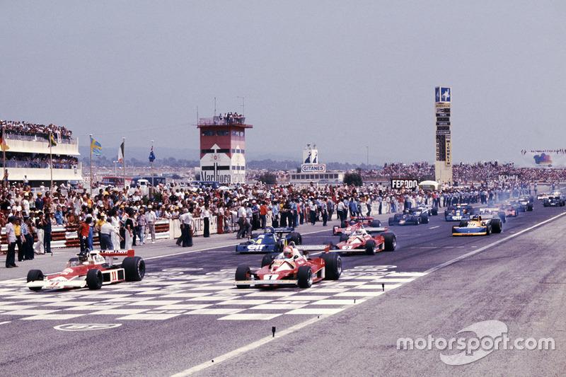 Polesitter James Hunt, McLaren M23 Ford, Niki Lauda Ferrari 312T2